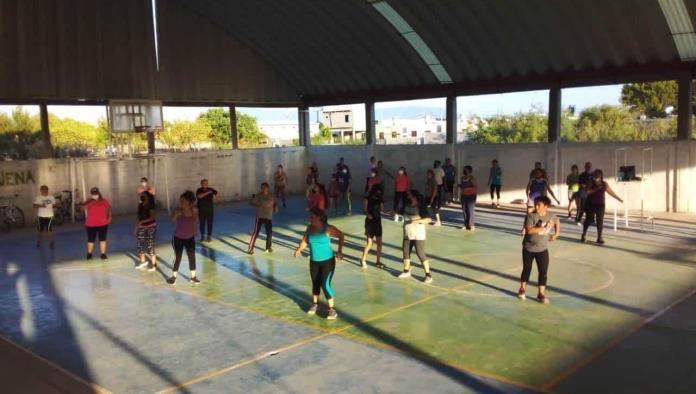 Asisten 30 a Baile Fitness