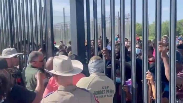 Detienen a 300 migrantes